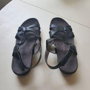 Bare trap sandals